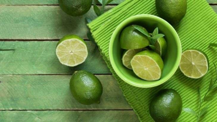 água com limão no jejum intermitente