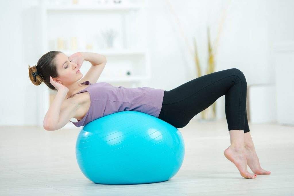 exercícios com bola parto