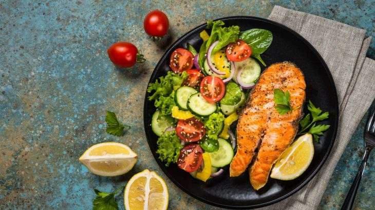 filé de salmão alimentos ricos em flúor