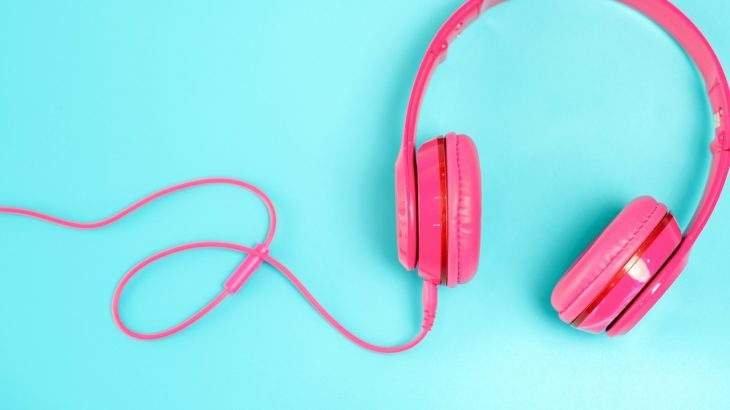 acordar com música