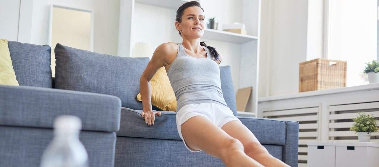 exercícios no sofá