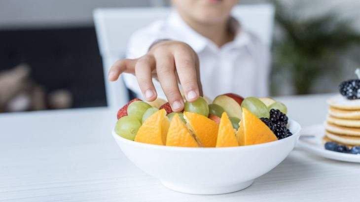 que crianças que têm uma boa alimentação, com frutas e vegetais, garantem uma melhor saúde mental.